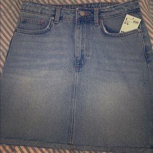 H&M women's jean skirt size 8 NWT light denim